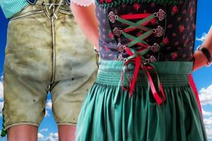 Mann in Lederhose und Frau in Dirndl