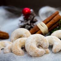 Weihnachtskekse Vanillekipferl mit Dekoration